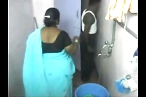 1.aunty scour put up the shutters seal livecam 1 బౚండాం ఆంà°ÿà±€ స్నానం