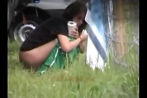 Outdoor peeing chicks