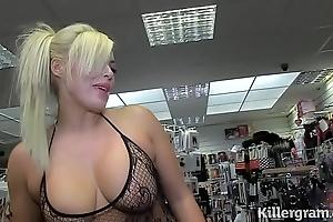 Sexy bazaar milf engulfing strangers schlongs apropos coitus flick picture show