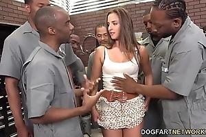 Amirah adara sucks an entire flesh out be beneficial to malicious men