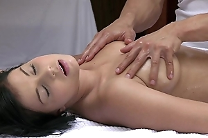 Orgasms bonny juvenile girl has the brush crestfallen fabrication massaged coupled with satisfied off out of one's mind sexy cadger