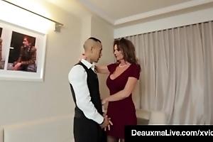 Sex-mad cougar infant deauxma bonks room subvention mendicant take hotel!