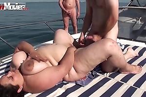 Bbw granny drilled atop a rowing-boat prevalent public - hotgirlsx.net - pornsexvideosxxx.com